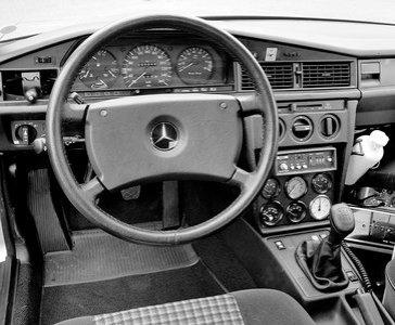 Cockpit des Mercedes-Benz Typ 190 E 2.3-16 Nardo-Rekordwagens, 1983