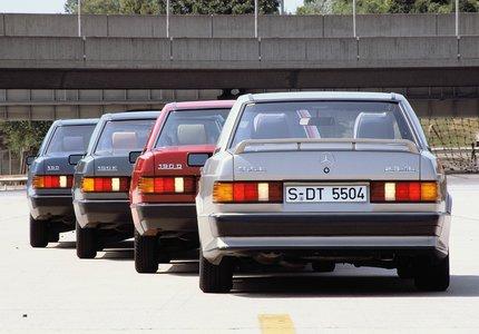 Familientreffen: Mercedes-Benz Baureihe W 201 in den Modellen 190, 190 E, 190 D und 190 E 2,3-16 (von links). Family reunion: Mercedes-Benz W 201 series, models 190, 190 E, 190 D and 190 E 2.3-16 (from left to right).